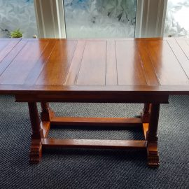 Medium oak draw leaf table